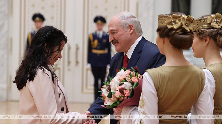 «Нация может развиваться только на позитивных идеях» — Лукашенко вручил госнаграды и генеральские погоны