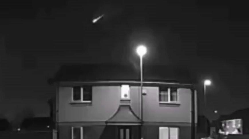 Яркий метеор взорвался в небе над Великобританией