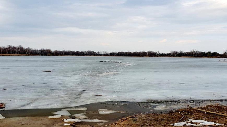 Рыбак провалился под лед на озере в Гомельском районе