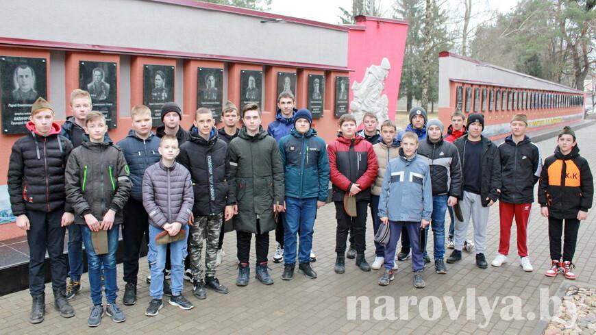 Наровлянские учащиеся побывали на танкодроме в Печах