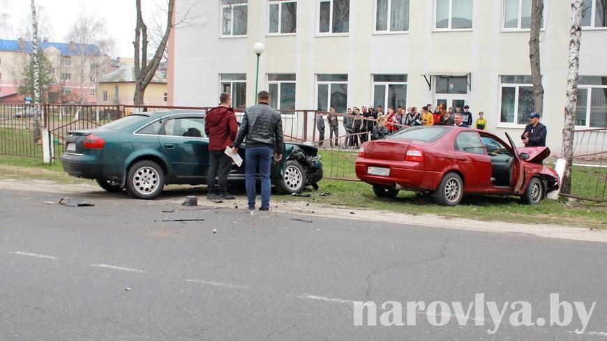 В Наровле ДТП: столкнулись два автомобиля