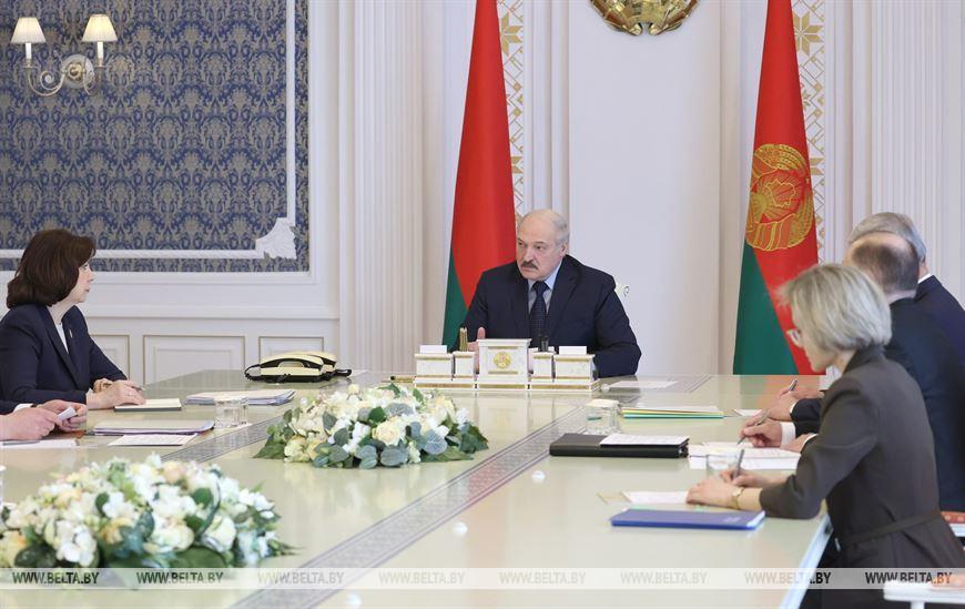 Лукашенко провел совещание по вопросам деятельности политических партий