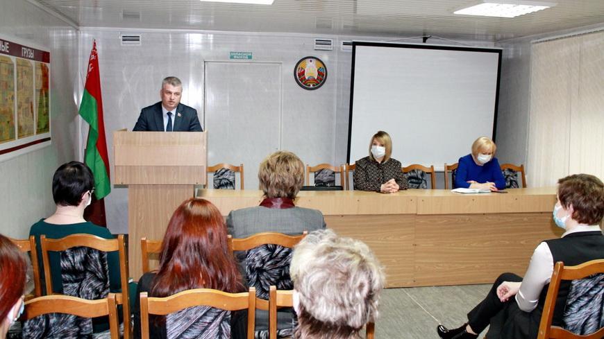 Сенатор Алексей Неверов встретился с коллективом Гомельской «Фармации»