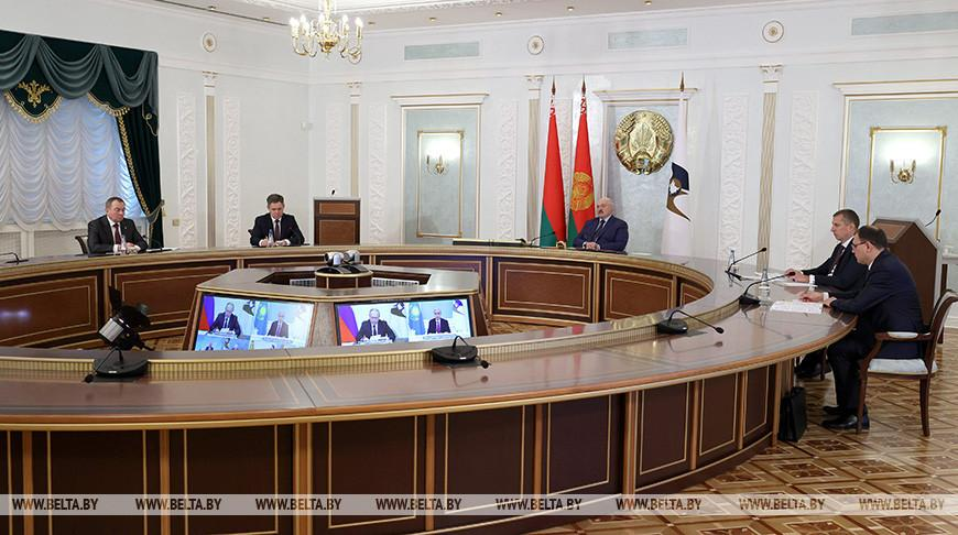 «Запад не заинтересован в укреплении ЕАЭС» — Лукашенко предлагает продумать меры реагирования