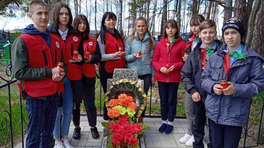 Гимназисты и волонтеры БОКК поддержали патриотическую акцию «Память»