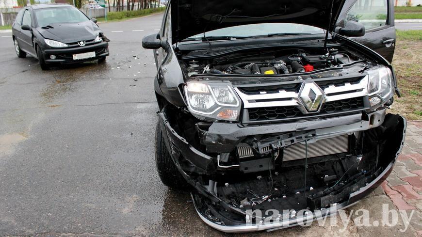В Наровле столкнулись два автомобиля