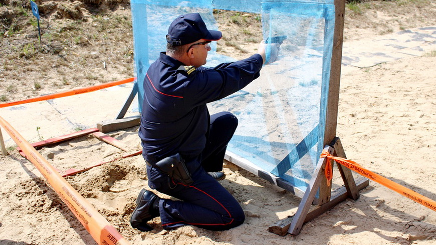 Наровлянские правоохранители поучаствовали в соревнованиях по практической стрельбе и завоевали награды