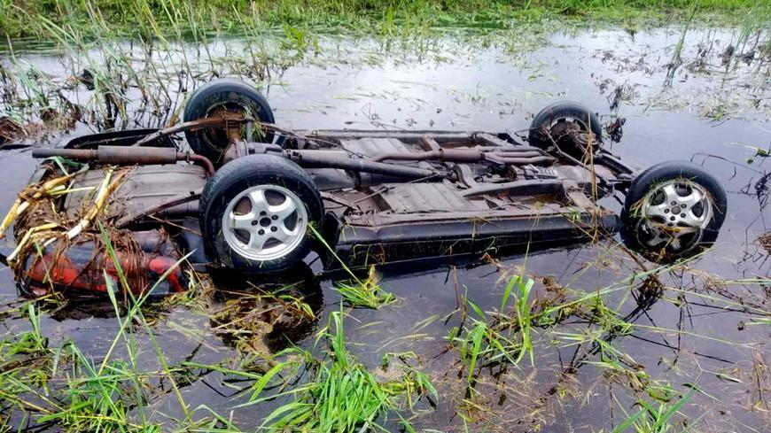 Авто опрокинулось в мелиоративный канал — погибли два человека