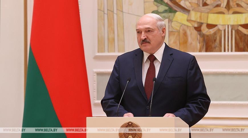 «Главной опорой государства был и всегда будет человек труда» — Лукашенко вручил госнаграды