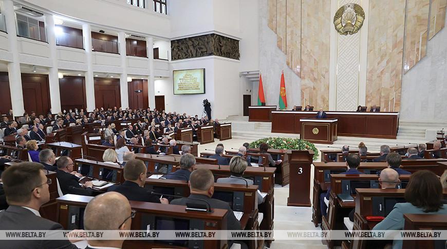 Лукашенко провел встречу в Овальном зале Дома правительства