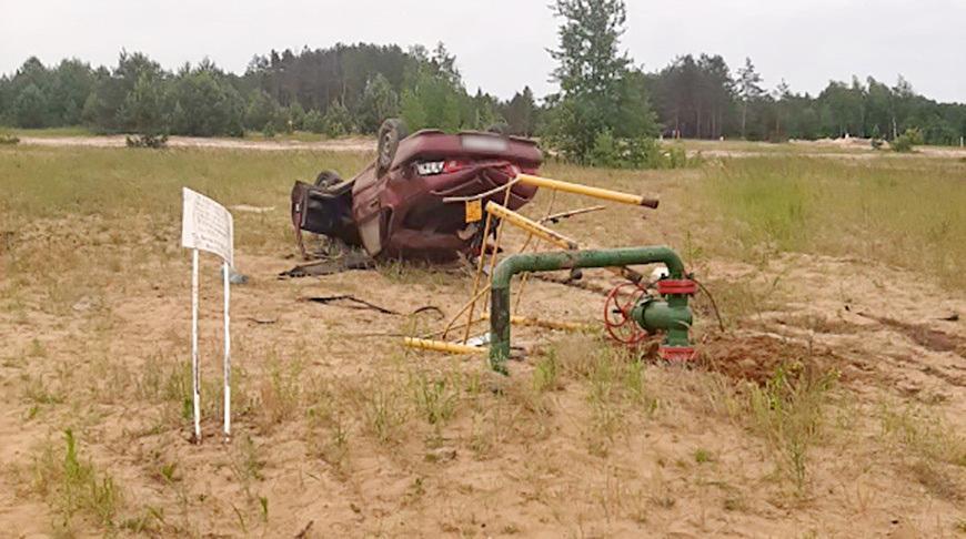 Авто врезалось в трубу водозабора — водитель умер в больнице