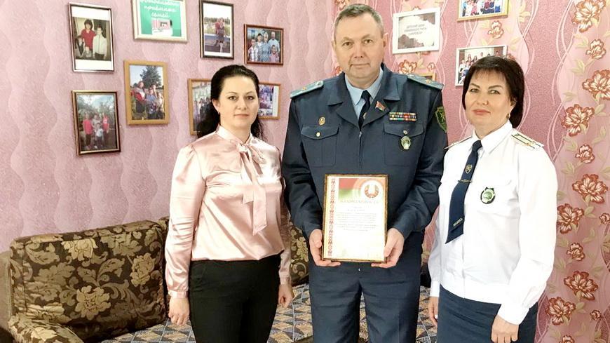 В Наровле сенатор Феликс ЯШКОВ вручил подарки детям
