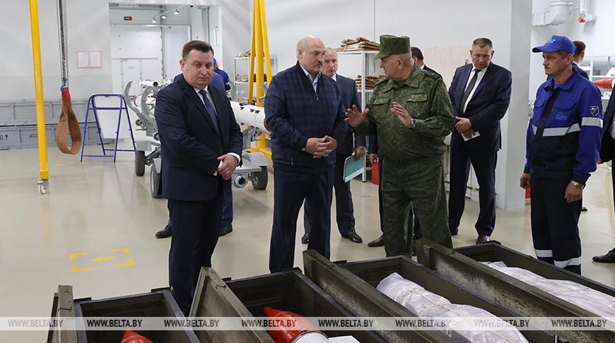 «Самое главное — локализация» — Лукашенко ознакомился с производством боеприпасов для стрелкового оружия