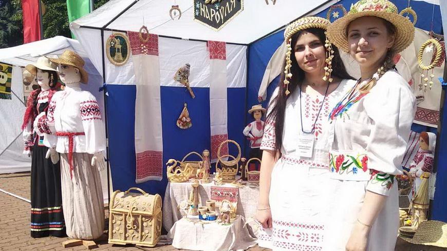 Сотрудники Наровлянского центра ремесел приняли участие в фестивале «Вытокi»