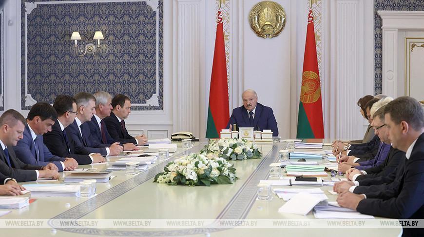 От ядерной безопасности до наращивания экспорта — Лукашенко собрал совещание с руководством Совмина