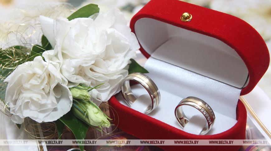 Брак предлагается прописать в Конституции как союз женщины и мужчины — Миклашевич