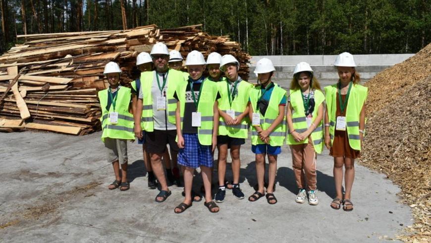 Наровлянский спецлесхоз посетили ребята из оздоровительного лагеря труда и отдыха