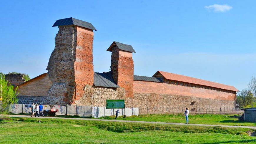 Кревский замок вновь начал принимать гостей
