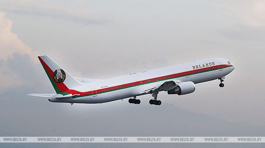 Лукашенко вылетел в Санкт-Петербург, где встретится с Путиным
