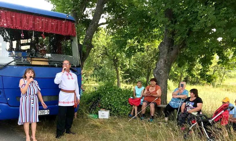Как работники культуры дарили положительные эмоции жителям малонаселенных пунктов Наровлянщины