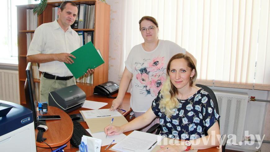 Профессиональный праздник отмечает коллектив Наровлянская налоговая инспекция