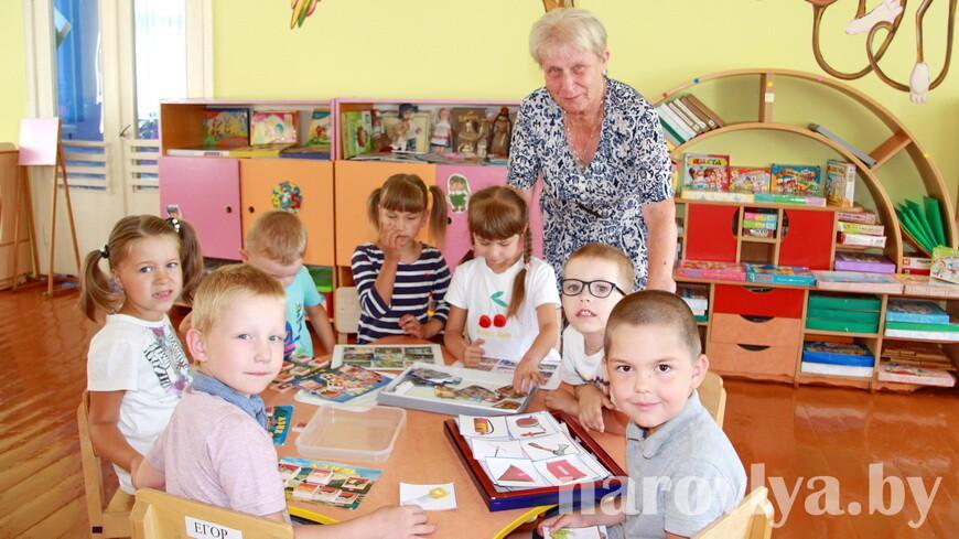 Наровлянка Любовь ДОЛЖЕНКО трудится воспитателем дошкольного центра развития ребенка около 30 лет