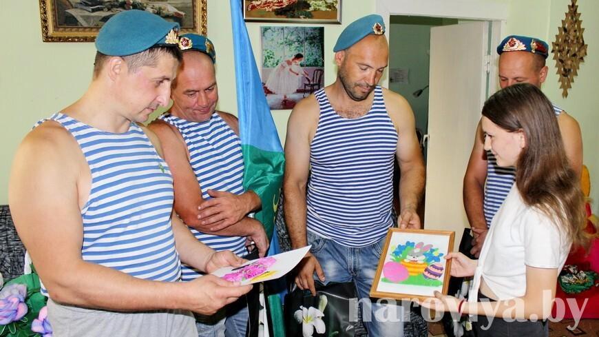 Десантники Наровли отметили день ВДВ добрыми поступками