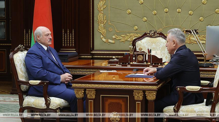 Создание первичек, реакция на санкции и содействие уборочной — Лукашенко встретился с главой ФПБ
