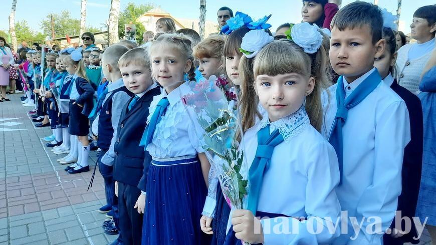 Видео. Как прошла линейка в Наровлянской СШ № 2 им. И.М.Шаврея