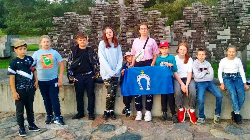 Школьники Наровлянщины посетили памятные места военных событий