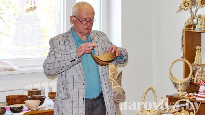Наровлянин Юрий КОРОБСКИЙ презентовал первую выставку своих изделий