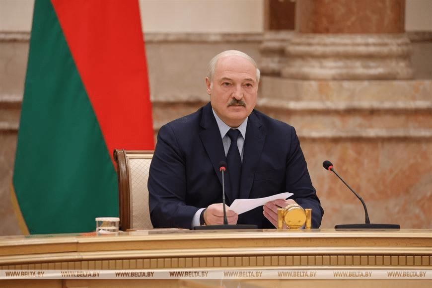 Лукашенко: референдум по новой редакции Конституции Беларуси состоится не позднее февраля 2022 года