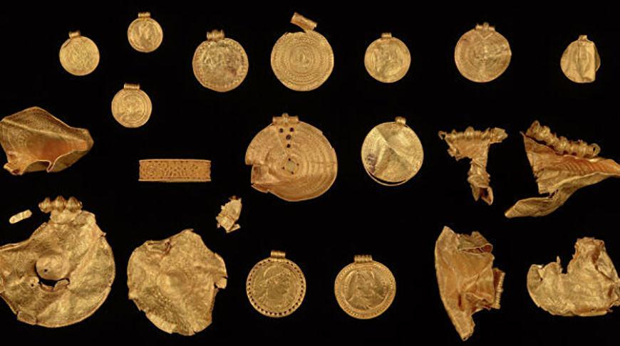 В Дании археолог-любитель обнаружил уникальный золотой клад