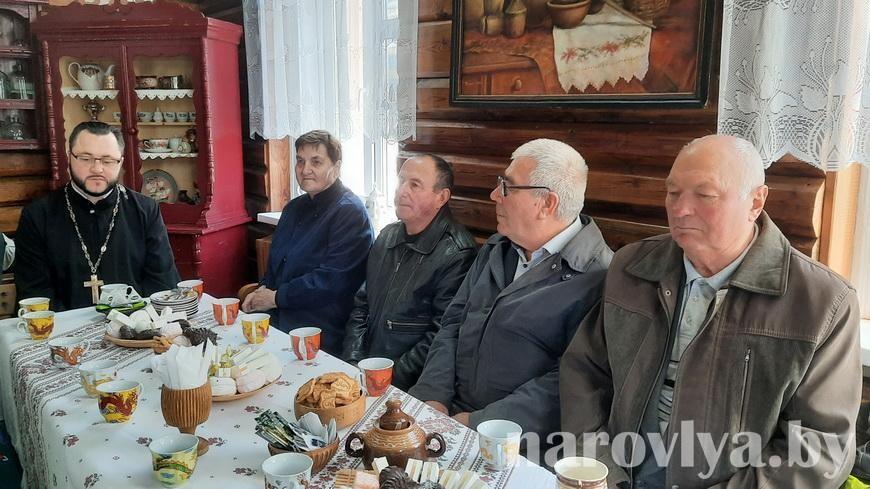 День пожилых людей отметили в Наровлянском историко-этнографическом музее