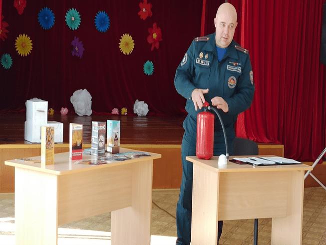 Начальник РОЧС провел встречу в КСУП «Совхоз-комбинат «Заря» и принял участие в сельском сходе в Демидове